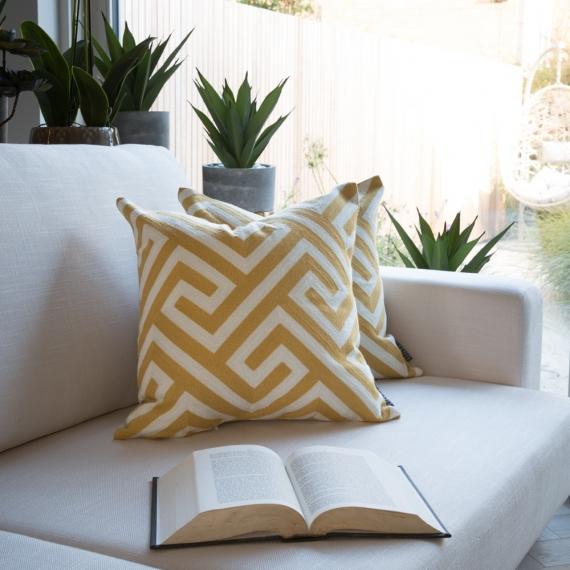 Ethic-Must EMB Cushion